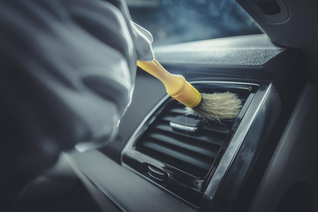 Ruční mytí a čištění aut