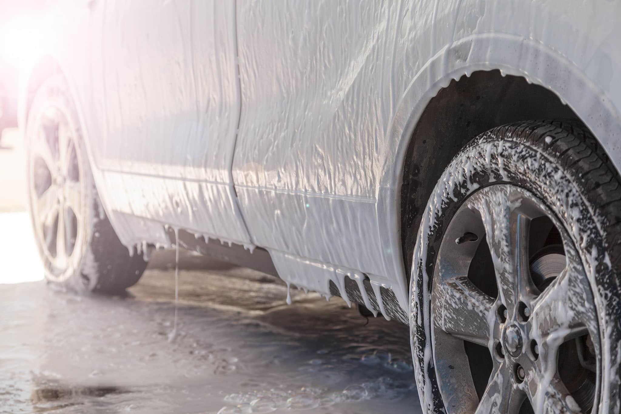 Ruční mytí a čištění aut - Hradec